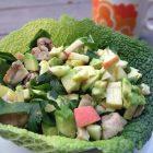 Kål-skål med kylling, avokado og æble