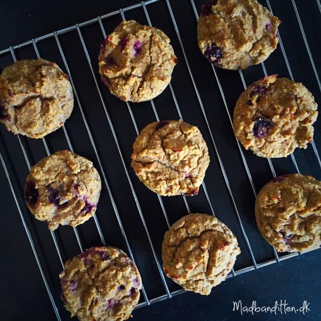Sunde muffins med banan og brombær. Helt uden sukker/sukkererstatninger, gluten, korn- og mejeriprodukter. --> madbanditten.dk