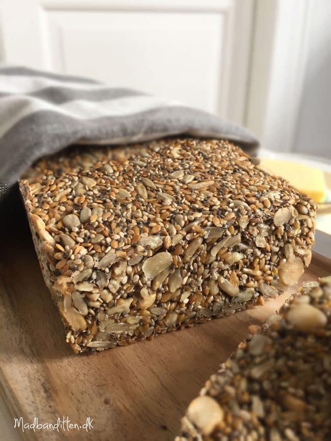 Stenalderbrød uden æg --> madbanditten.dk