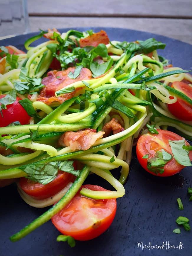 Frokost med 4 ingredienser: Squashghetti med bacon og basilikum --> madbanditten.dk