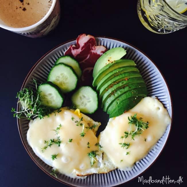 LCHF-morgenmad: spejlæg med ost -->madbanditten.dk