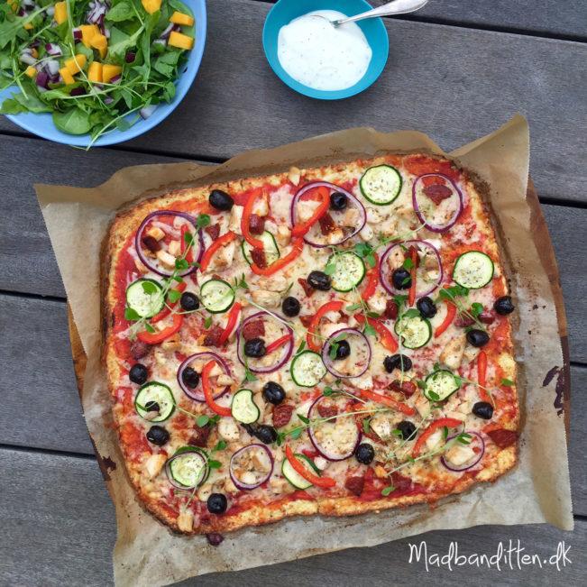 Blomkålspizza med kylling og grønt --> Madbanditten,dk