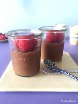 Simpel chokolademousse med højt proteinindhold - kun 2 ingredienser - LCHF og paleo --> Madbanditten.dk