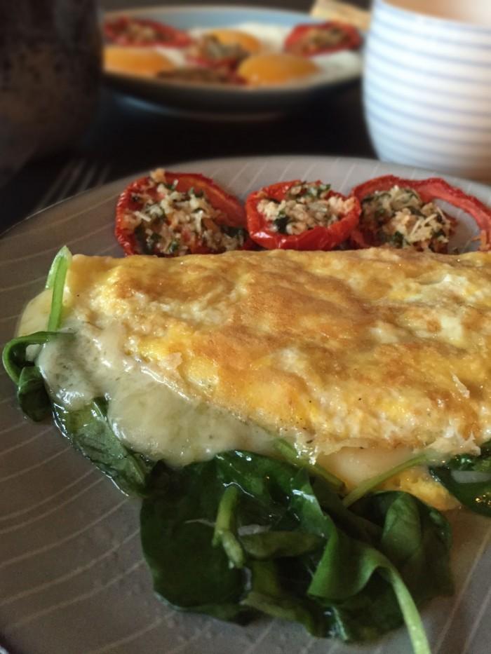 Omelet med spinat og ost + en dagsmenu