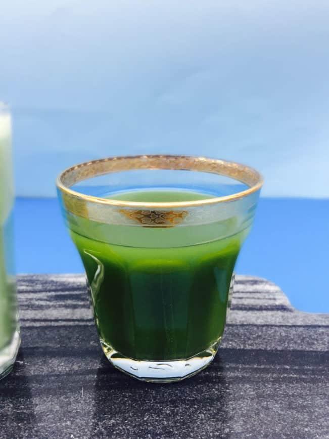 Matcha te og Matcha latte. Hvad er det, hvorfor er det sundt og hvordan laver man det? Find svarene her: Madbanditten.dk