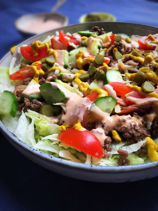This cheeseburger salad - also known as a Big Mac salad - is a delicious and filling way to get the best from the burger. And still keep your carbs low. Recipe here: MyCopenhagenKitchen.com