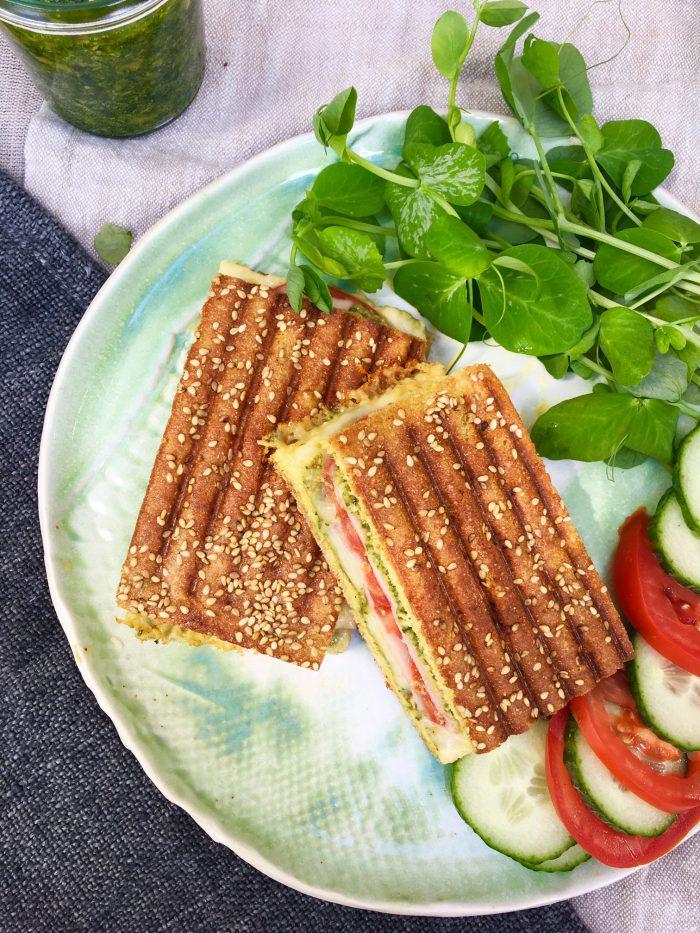 Toast med skinke, ost og pesto