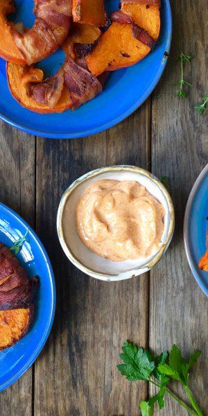 Hokkaido-fritter med bacon og røget chilimayo