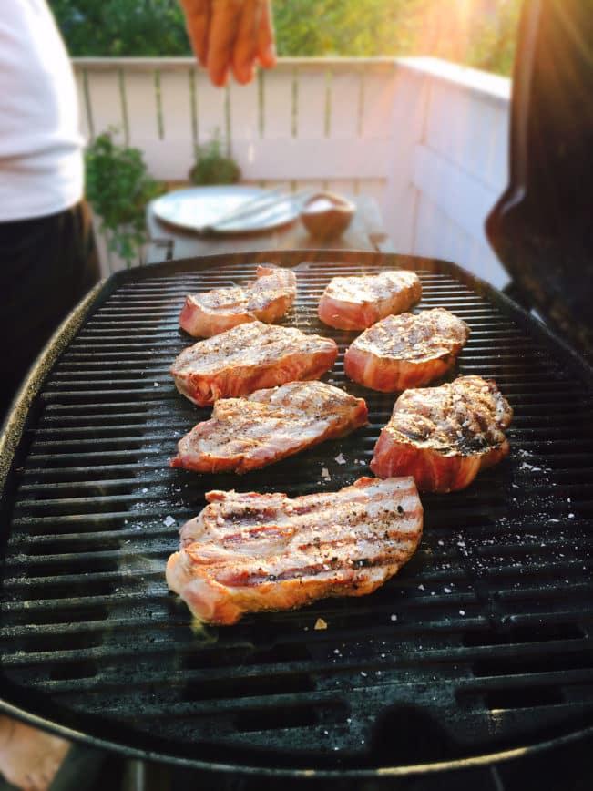 Kotelet med mozzarella, soltørrede tomater og oliven -opskrift på lækker aftensmad med frilandsgris.