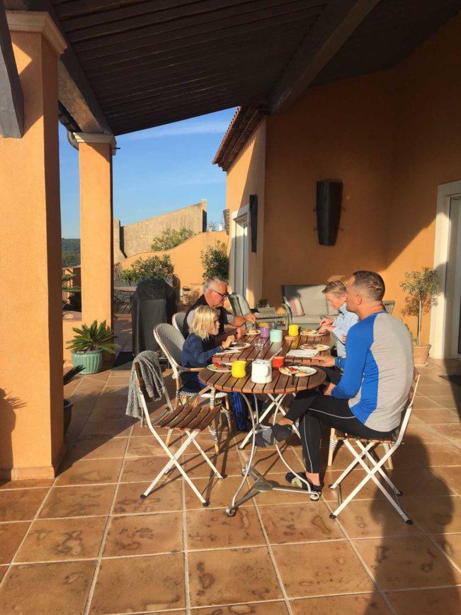 Sydfrankrig i oktober - morgenmad på terrassen