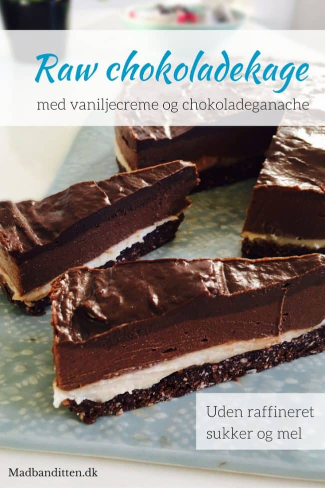 Raw chokoladekage i lag med vaniljecreme og chokoladeganache - lavet af 100% naturlige ingredienser. Sukkerfri, glutenfri, kornfri og vegansk - Opskrift her: