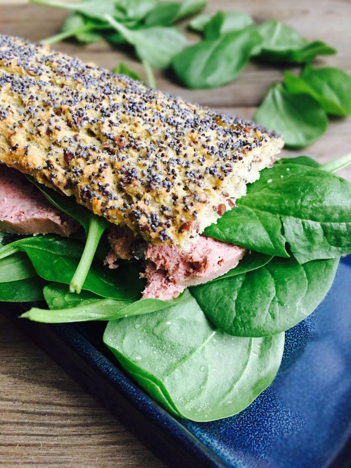 Sandwich med paté og spinat