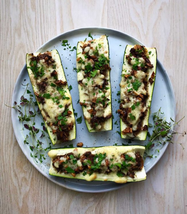Stuffed zucchini boats with cheese - LCHF vegetarian recipe