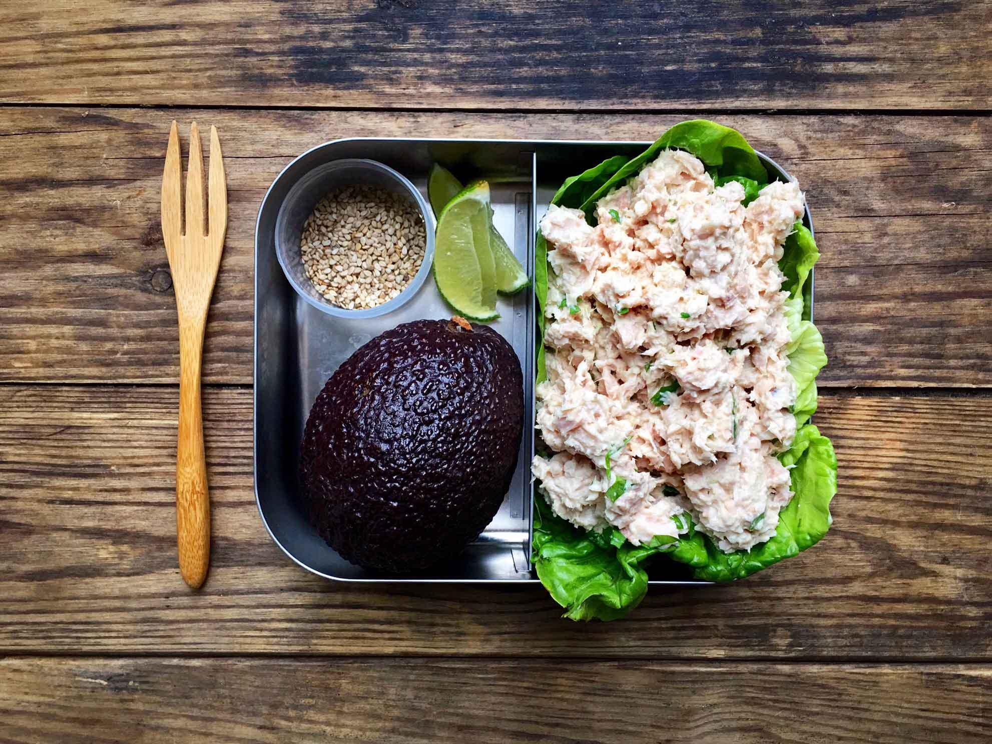 Tun i wasabi med avokado - nem, lækker og sund madpakke. Opskrift og madpakke idéer her: