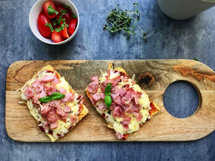 Low carb pizza på brødbund