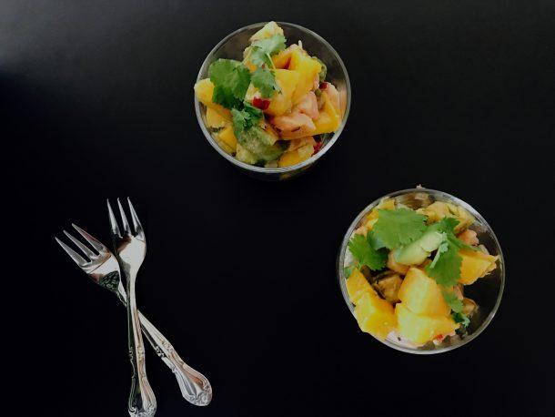Ceviche med laks, avocado og mango
