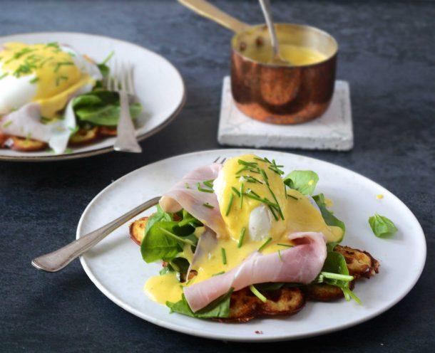 Eggs benedict = æg med hollandaise / smørsovs
