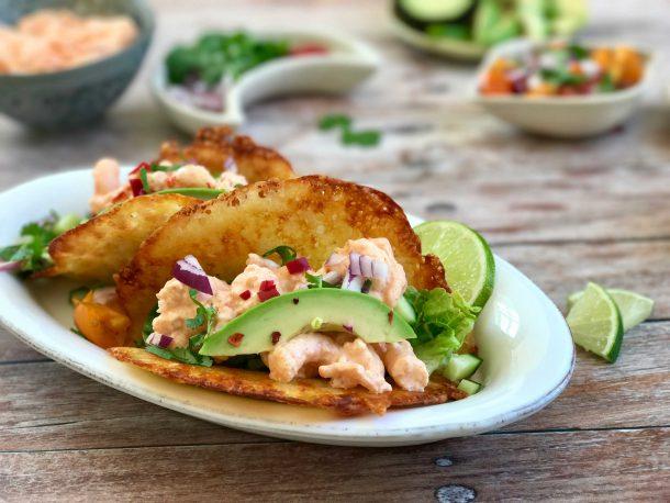 Sprøde LCHF tacos med chili-rejer og avocado