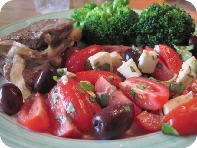 Saltimbocca med tomatsalat