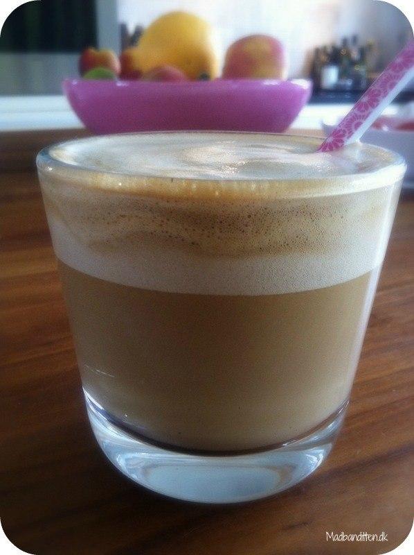 Kokoslatte - lækker kaffe latte med kokosmælk
