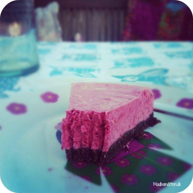 hindbærparfait på nøddebund - kage
