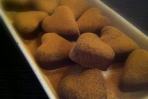 Chokolade med lakrids - Hjemmelavet lakridschokolade uden sukker