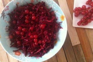 rødkålssalat med ingefær og ribs