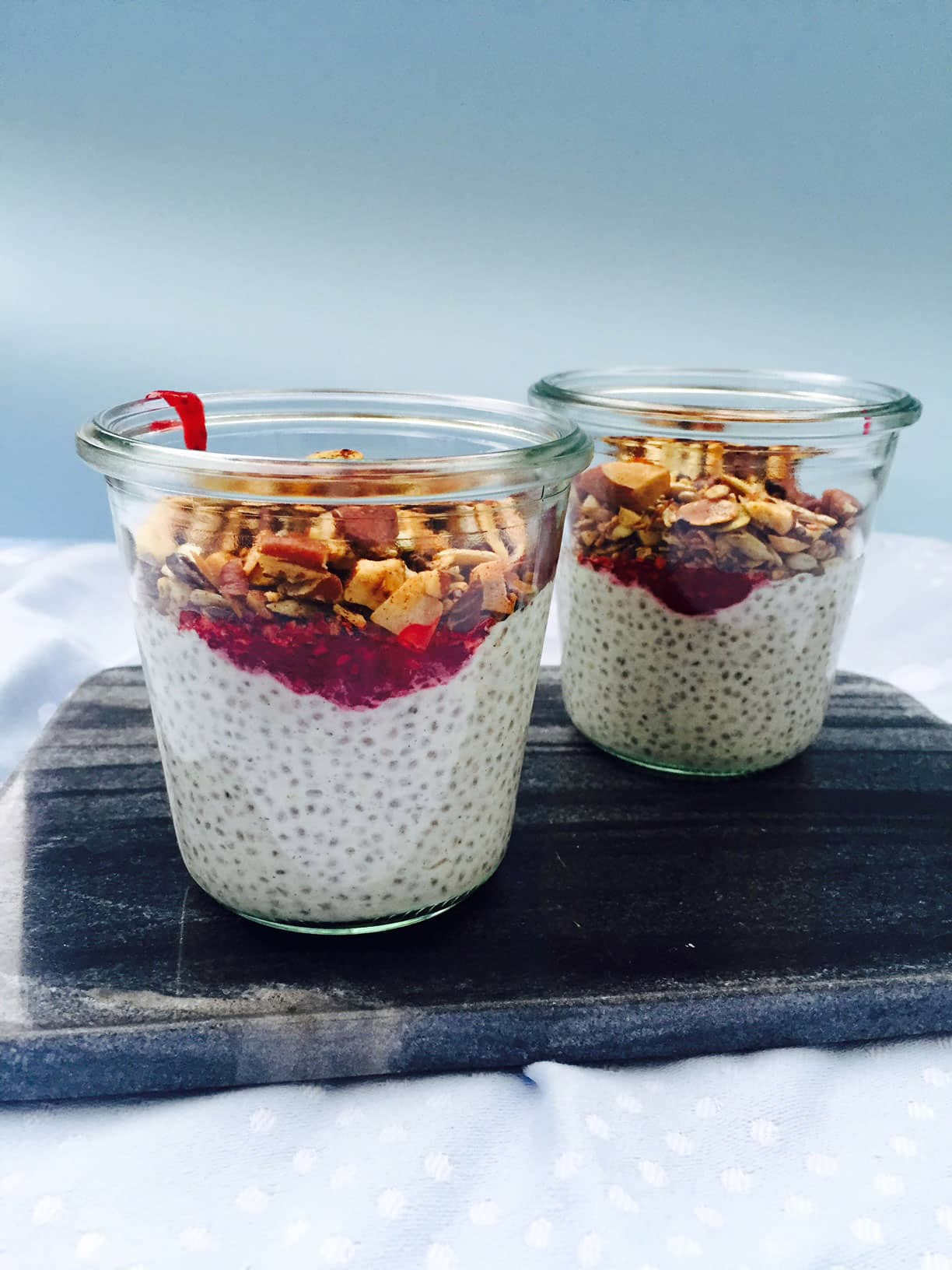 Nem og hurtig low carb morgenmad. Prøv den populære chiagrød. Opskrift her: Madbanditten.dk