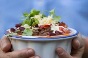 Chili con carne. Genial gæstemad, når man skal lave mad til mange. Lækker og nem opskrift her: