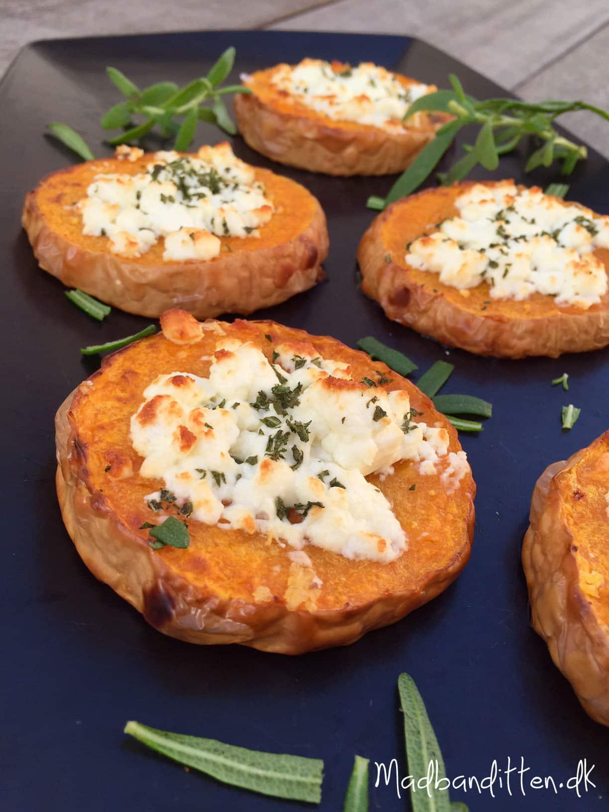 Små græskarpizzaer med feta og rosmarin