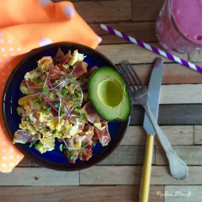 Æg og bacon og smoothie