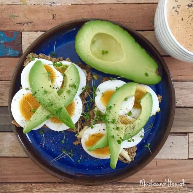 Min bedste LCHF-morgenmad: Æggemadder med avokado --> madbanditten.dk