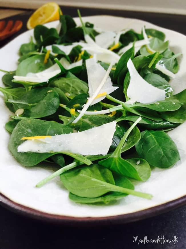 Spinatsalat med citron og parmesan --> madbanditten.dk