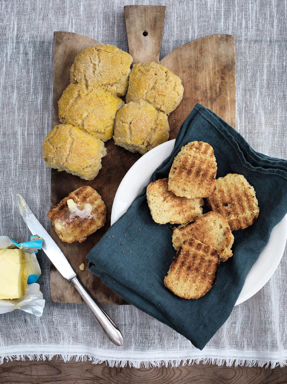 Varme hvedeknopper - den bedste opskrift uden mel og gluten. Low carb, LCHF og glutenfri --> madbanditten.dk