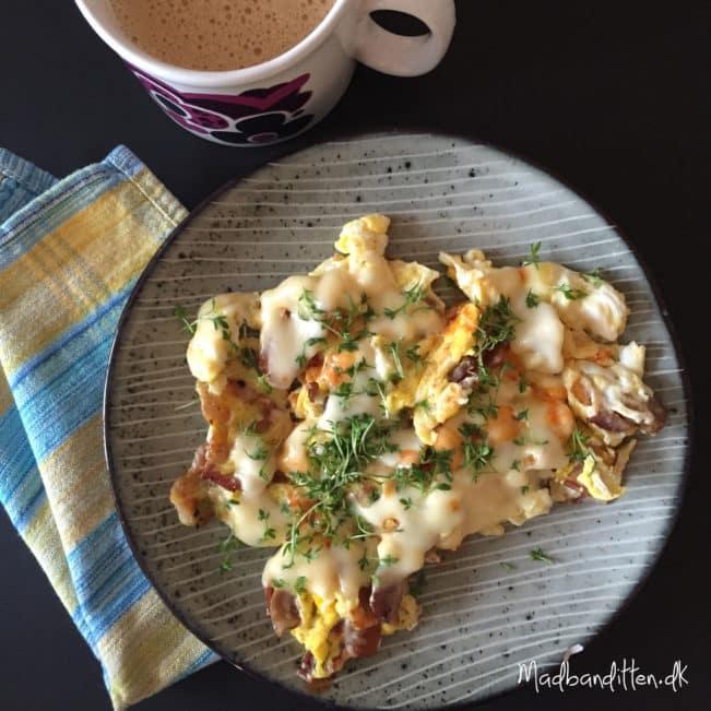 LCHF-morgenmad: Bacon og røræg med smeltet ost --> madbanditten.dk