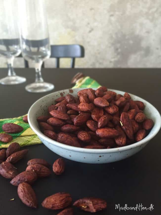 De bedste sojaristede mandler - tamari-ristede mandler --> madbanditten.dk