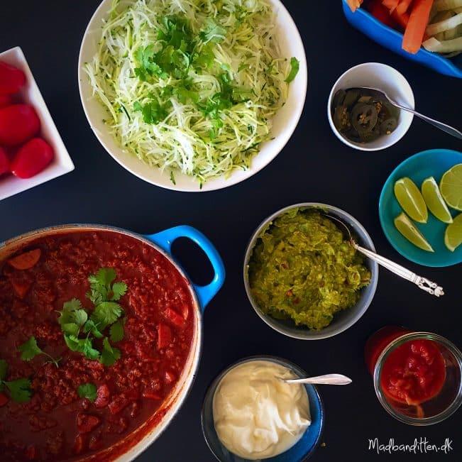 Mexicansk gryderet med oksekød og pølser --> madbanditten.dk