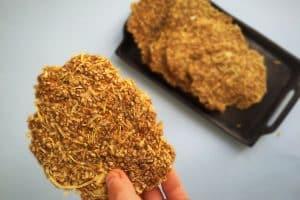 Sprøde løgbrød - helt uden gluten eller kornprodukter. Opskrift her: Madbanditten.dk