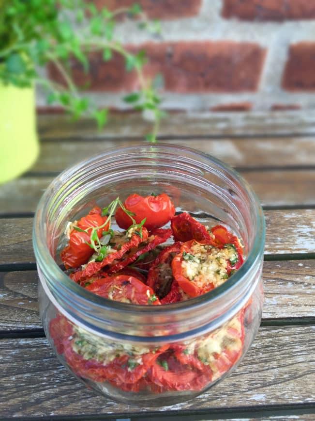 Tørrede tomater med parmesan og timian --> Madbanditten.dk