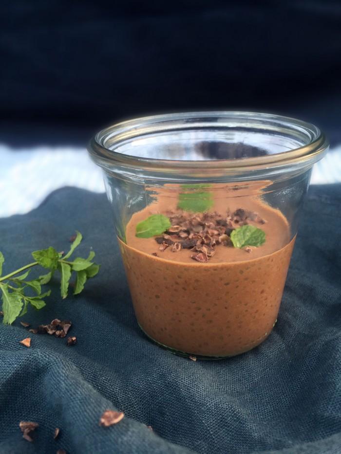 Chiagrød med choko-mint - Opskrift på low carb morgenmad uden æg og mælkeprodukter --> Madbanditten.dk