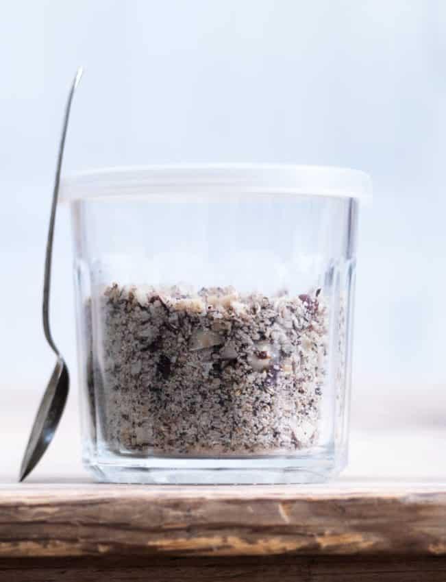 Hjemmelavet dukkah - opskrift på lækkert og knasende egyptisk-inspireret nøddedrys --> Madbanditten.dk