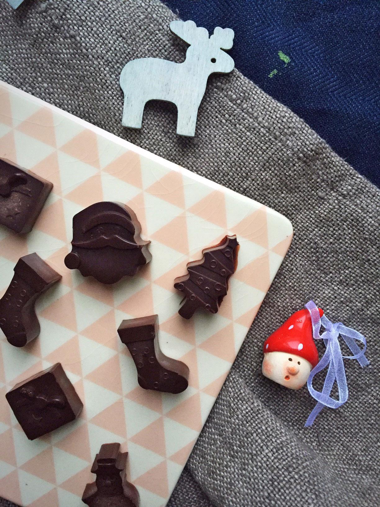 Julegodter uden sukker. LCHF kokos-chokolader uden tilsat sukker --> Madbanditten.dk