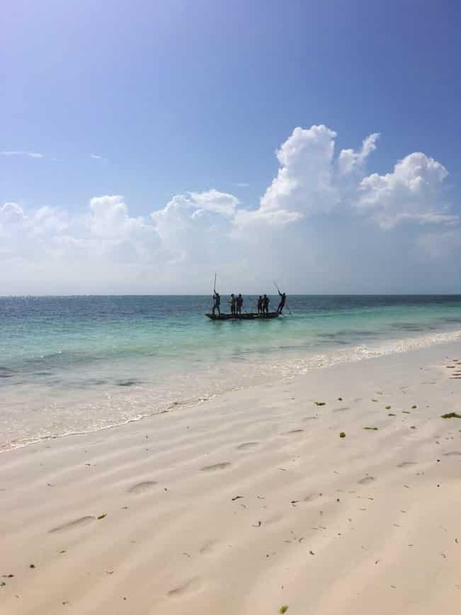 Zanzibar - et paradis med øde, mennesketomme strande med tyrkisblåt hav.