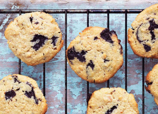 Peanutbutter cookies med chokolade - opskrift på lækre LCHF cookies --> Madbanditten.dk