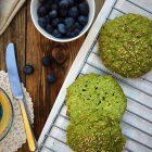 Geniale søde spinatboller helt uden mel. Glutenfrie, kornfrie og lowcarb/LCHF. Og helt utroligt velsmagende. Lavet på 30 minutter! Nemmeste opskrift her: Madbanditten.dk