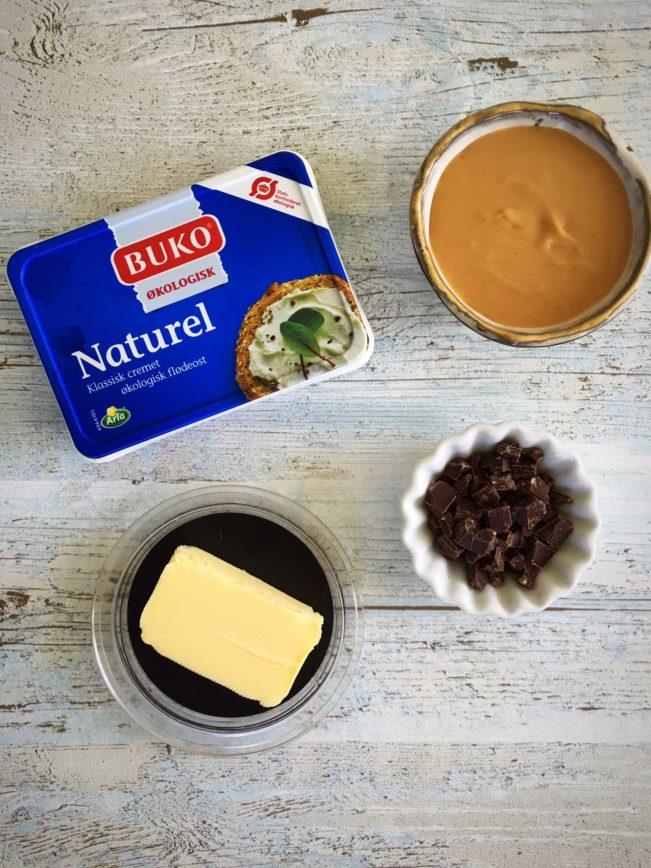 Cookie dough dip - sukkerfri og superlækker dip. Brug den som dip til frugt eller rør den i din hjemmelavede vaniljeis. Opskrift her: Madbanditten.dk