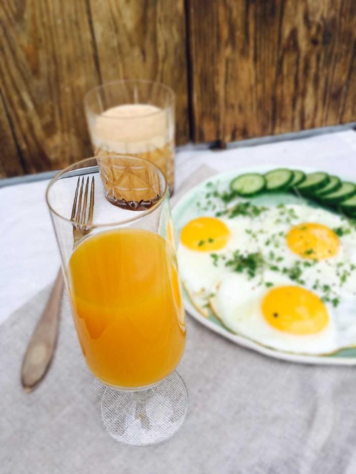 Start dagen med et hardcore ingefærshot med citron og gurkemeje. Læs hvad det kan gøre for dig her: Madbanditten.dk
