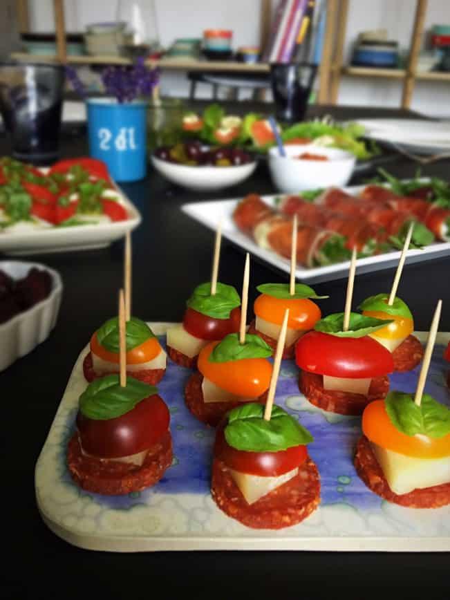 Lækre og helt vildt nemme tapas eller appetizers, som er LCHF, low carb og glutenfri. Perfekte til gæster. Opskrifter og inspiration her: Madbanditten.dk