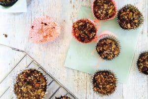 Sunde madpakkemuffins med peanutbutter og chokolade. Glutenfrie og fyldt med sundt fedt. Nem opskrift her: Madbanditten.dk
