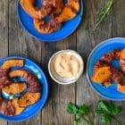 hokkaido-fritter med bacon og chilimayo -lækker opskrift med græskar